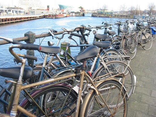 Amsterdam-una-ciudad-ideal-para-visitar-en-bici