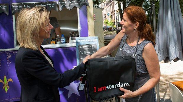 """""""Comida sabrosa en las calles de Ámsterdam"""","""